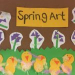 To celebrate the start of spring children have been participating in making various artworks centred around the season. Children have made their own interpritation of flowers and baby chicks using differnt coloured shapes. while also connecting to the EYLF Learning Outcome 4: Children are confident and involved learners.